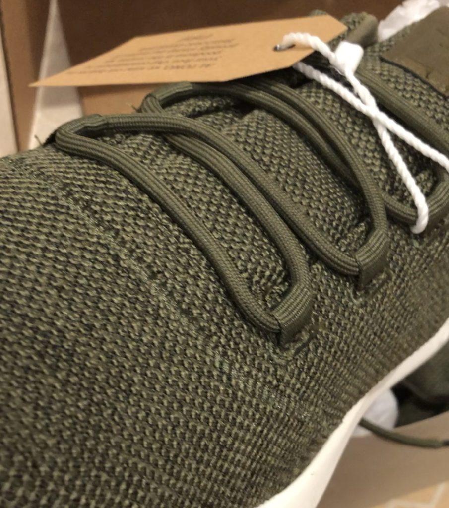spikeless golf shoe