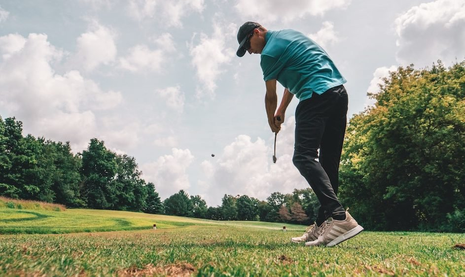 Slice vs Hook in Golf: Definition, Causes, and Tips to Fix